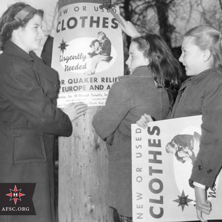 1948 год. Квакеры участвуют в сборе одежды для нуждающихся.