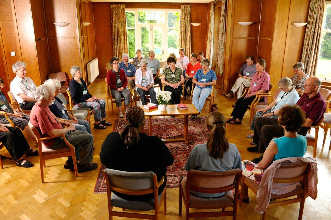Что присходит на квакерском молитвенном собрании