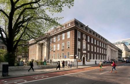 Дом Друзей, Лондон.  В апреле 2014 года Собрание в поддержку страждущих выступило с заявлением по поводу сокращения расходов на социальные нужды
