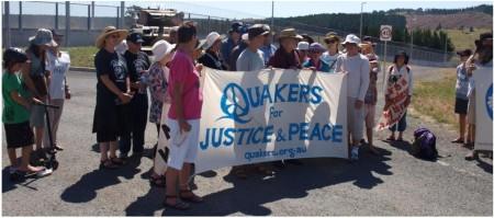Мирная демонстрация австралийских квакеров у военной базы. Свидетелство о мире.