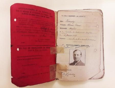 Удостоверение личности иностранца, выданное Эдмунду Харви для работы в качестве сотрудника гуманитарной миссии во Франции во время I мировой войны