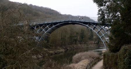 """Мост в Телфорде. Первый чугунный мост в мире. К статье """"Абрахам Дарби"""""""