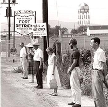Антивоенное движение в США. Акция у Форта Детрик, места хранения биологического оружия. 1961 г.