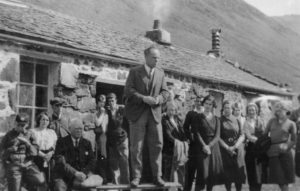 Джек Кэтчпул выступает на открытии хостела Блэк Сэйл. (1933 г. Фото: АМХ)