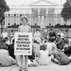 Квакерская антивоенная акция перед Белым Домом. Вашингтон, 1969
